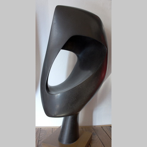 Ⓒ Passeur noir, faïence patinée à la gomme laque, 2009,  h: 67 L: 35 l: 23