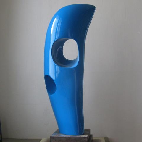 Ⓝ Passeur bleu.jpg, faïence patinée à la gomme laque, 2015,  h: 84 L: 31 l: 18